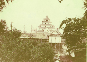 会津干飯櫓跡より天守鉄御門42-5.jpg