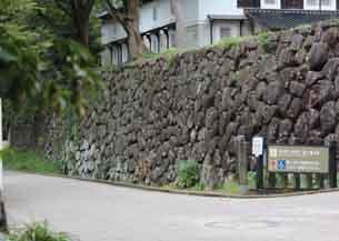 鶴丸倉庫下石垣5835.JPG